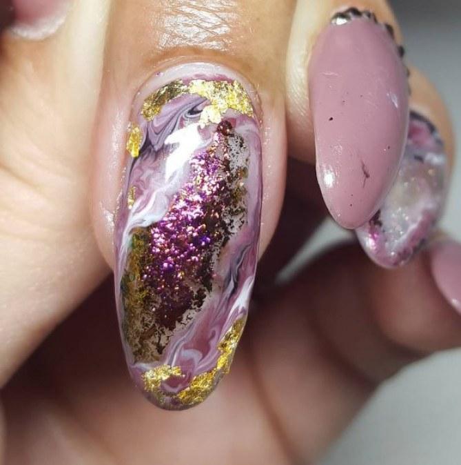 Nail Art pierres précieuses