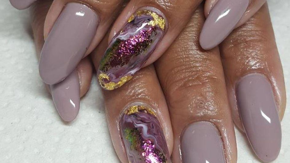"""Oui à la tendance """"Geode Nails"""", la manucure inspirée des pierres précieuses ! (photos)"""