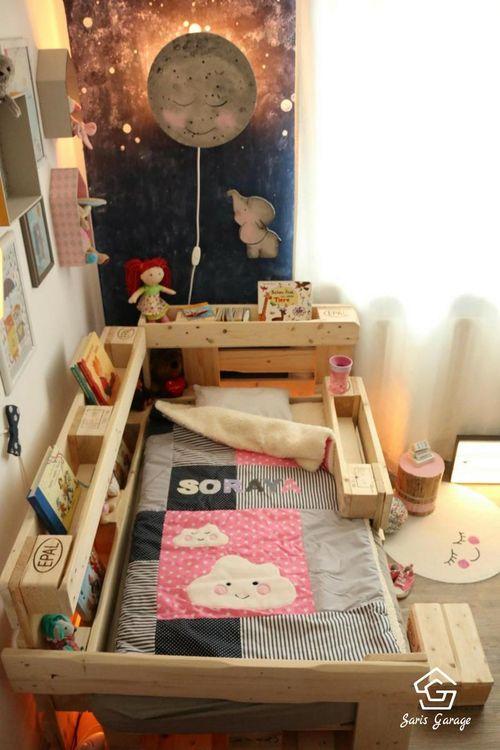 Selbstgebautes Kinderbett aus Holzpaletten