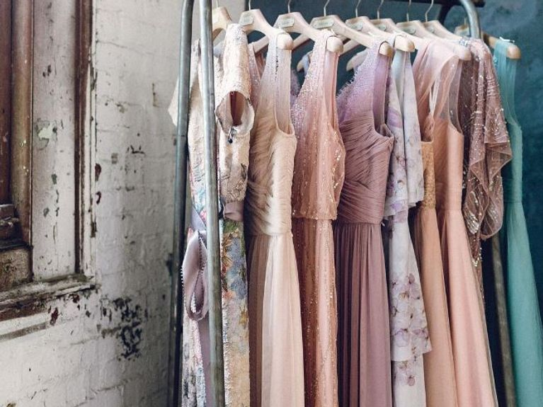 Günstige Hochzeitsgast-Kleider: DIESE Kleider sind Schnäppchen