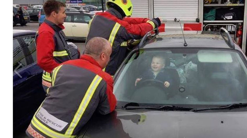 Diese Aufnahme geht um die Welt: Baby Brandon hat sich eingesperrt - und strahlt seine Retter an!
