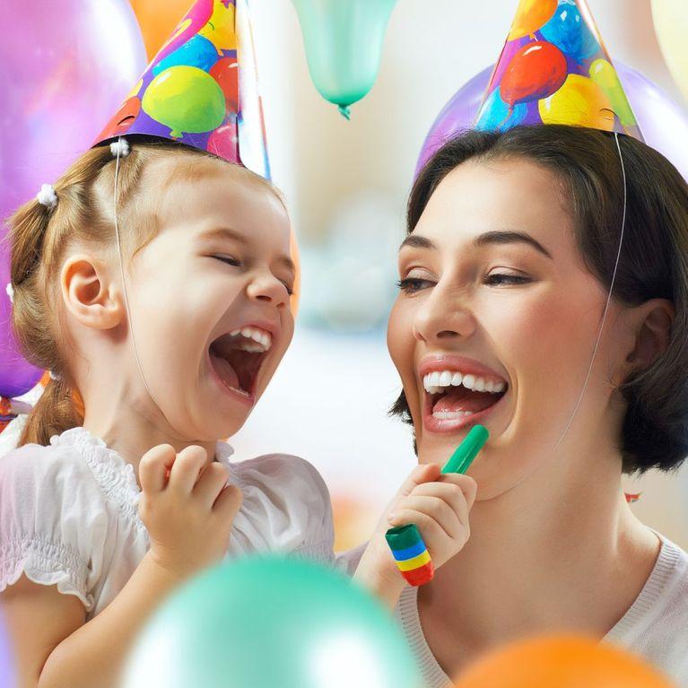 Frasi Di Natale Gossip Girl.Auguri Per La Festa Della Mamma Le Frasi Piu Divertenti E Celebri
