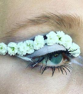 Elle troque son maquillage contre des fleurs, le résultat est envoûtant ! (photo
