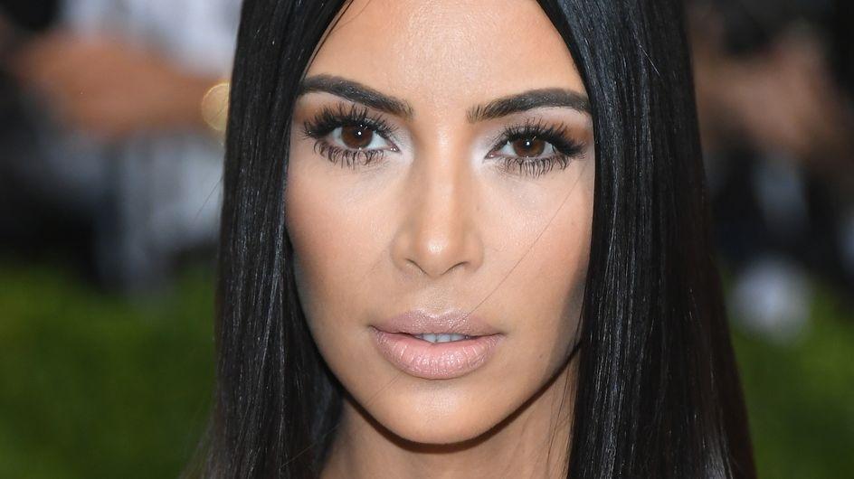 On connaît ENFIN le secret des cheveux si soyeux de Kim Kardashian