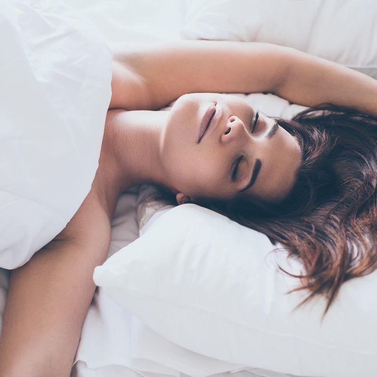 534c962594 7 beneficios de dormir desnuda que te harán quitarte la ropa cada noche