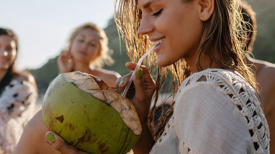 Tá com sede? 8 razões para se refrescar com água de coco