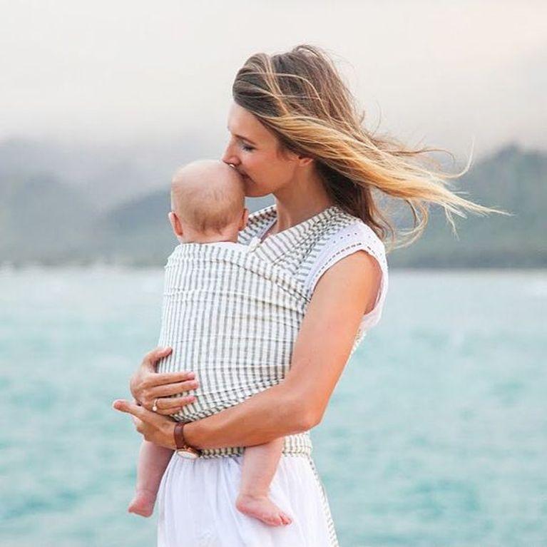 Comment porter bébé avec une écharpe   72ee9d0d9b6