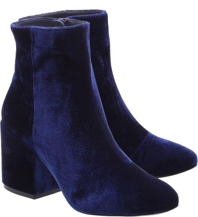 Bota de veludo azul Arezzo, R$359,90