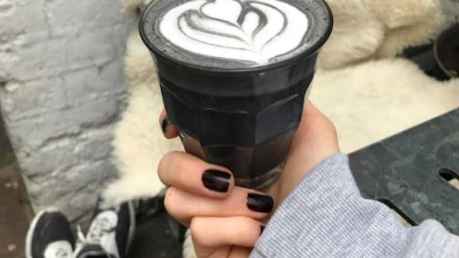 Back in Black: DAS ist der Grund, warum jetzt alle pechschwarzen Kaffee trinken
