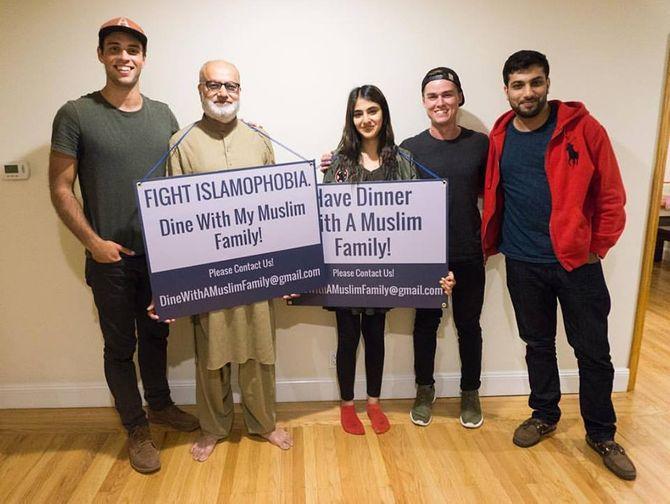 Cette famille musulmane invite des inconnus à dîner pour vaincre l'islamophobie
