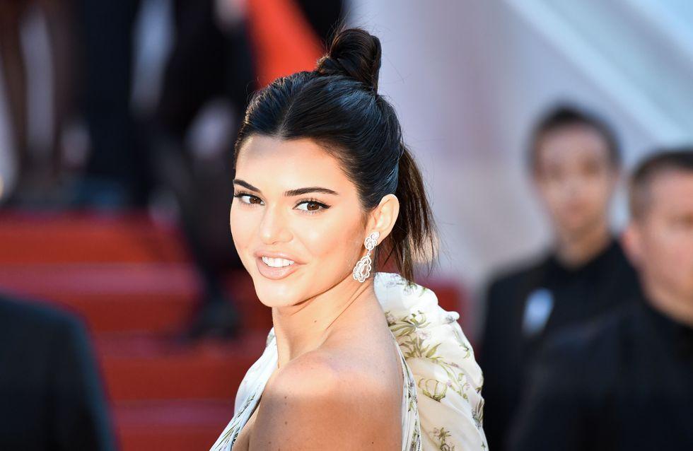 Kendall Jenner, robe courte et chaussettes sur la Croisette (Photos)