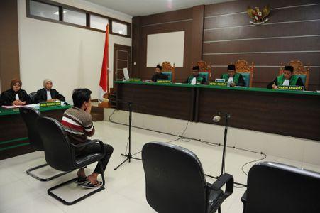 Indonésie : Deux hommes condamnés à recevoir 85 coups de fouet pour homosexualité
