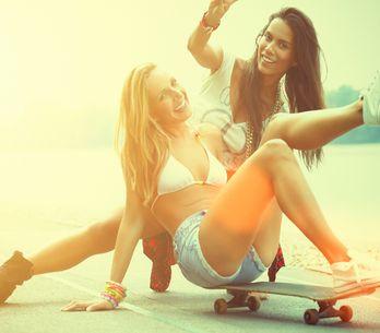 10 cose che solo tu e la tua amica d'infanzia potete capire