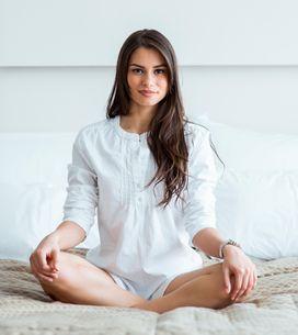 4 semplici posizioni yoga da fare a casa per essere infallibile tra le lenzuola