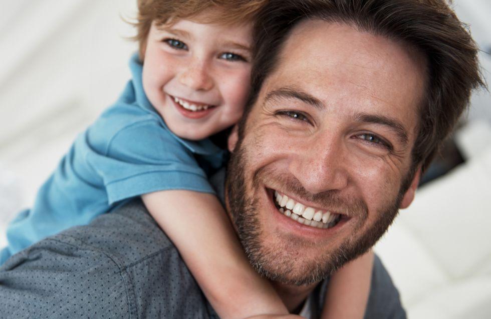 Padre e figlio si fanno la stessa foto per 30 anni: l'ultima è una sorpresa bellissima