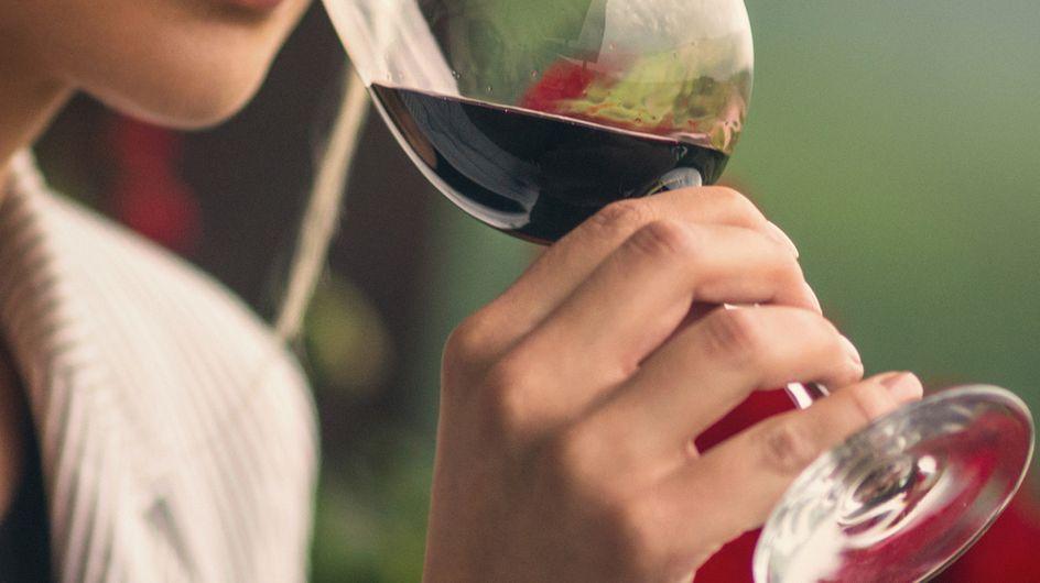 Il vino rosso ha effetti benefici sul cervello, lo conferma la scienza e noi ne approfittiamo