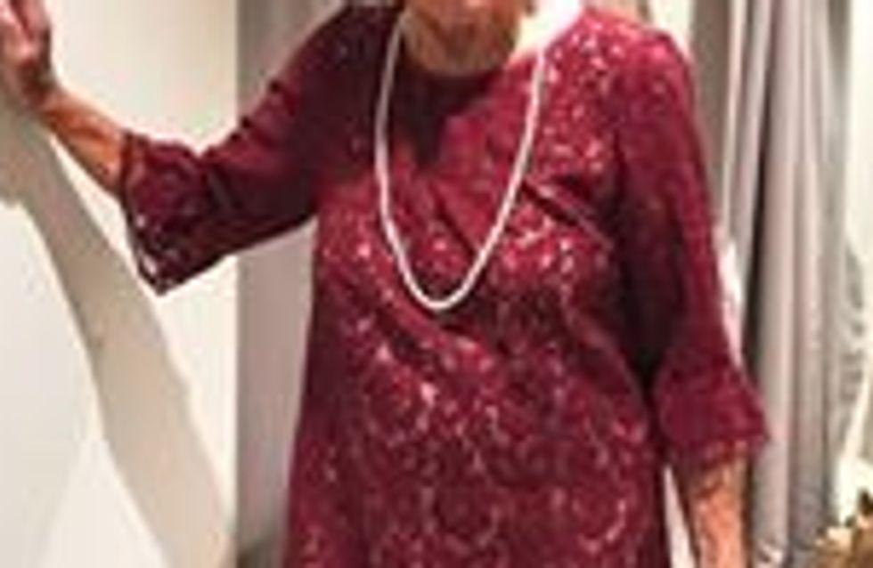 A 93 ans, elle demande aux internautes de l'aider à choisir sa robe de mariée !