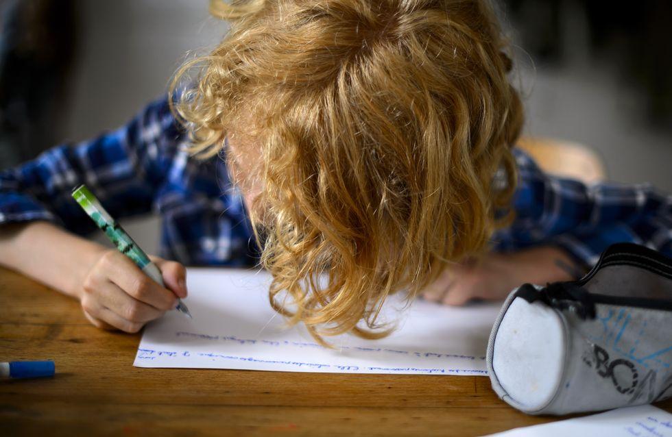 Regardez la bonne idée de cette maman face aux devoirs sexistes de son enfant !
