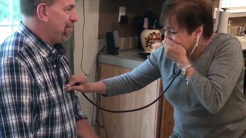 La emoción de una madre al escuchar el corazón de su hijo en otro hombre