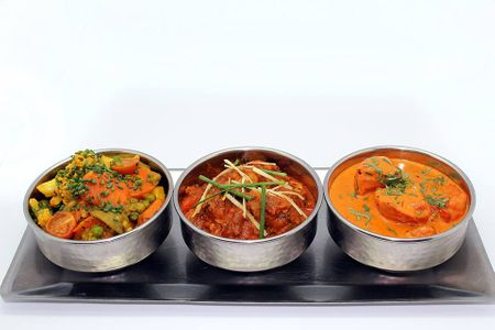 Surtido de platos de curry