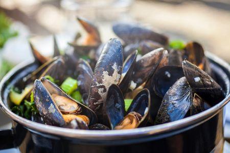 La recette la plus traditionnelle : les moules marinières.