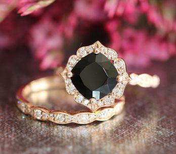 13 anillos de compromiso de color negro para novias no tradicionales