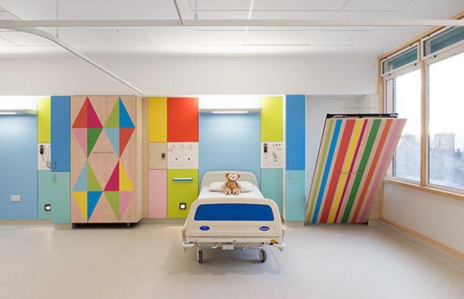 Quartos de hospital infantil na Inglaterra são transformados para alegrar crianças
