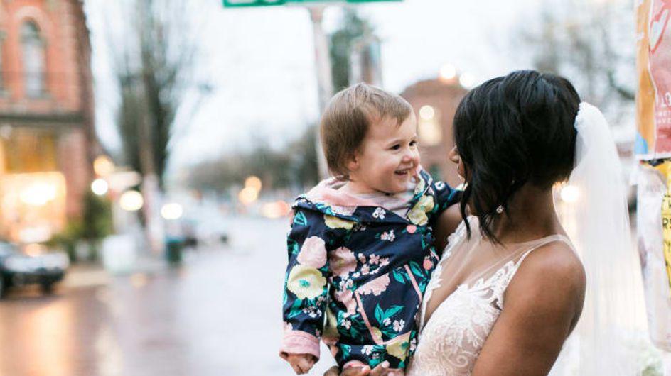 """""""Bist du eine Prinzessin?"""" Diese süße 2-Jährige trifft auf eine Braut"""