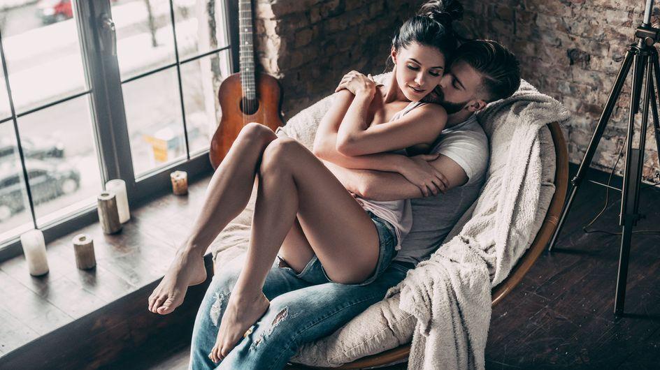 Faire l'amour sur une table, sur une chaise, dans la cuisine : variez les positions dans la maison !
