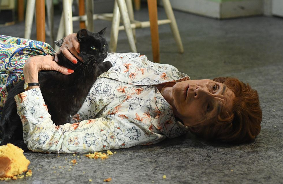 Eastenders 27/06 - An Injured Dot Has No Option But To Wait For Help