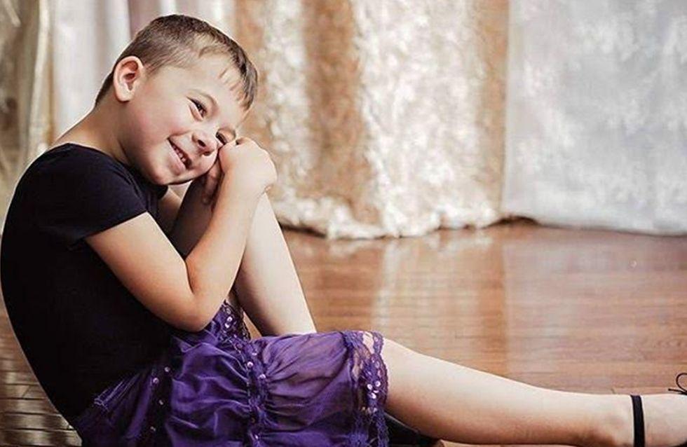 Ce petit garçon brise les stéréotypes en portant des robes (Photos)