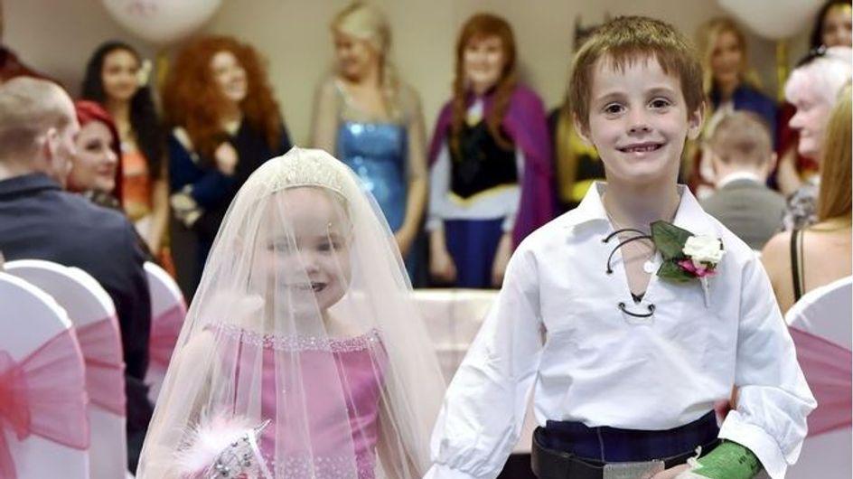 """Atteinte d'un cancer, cette petite fille de 5 ans a eu droit à un """"mariage"""" de rêve (Photos)"""