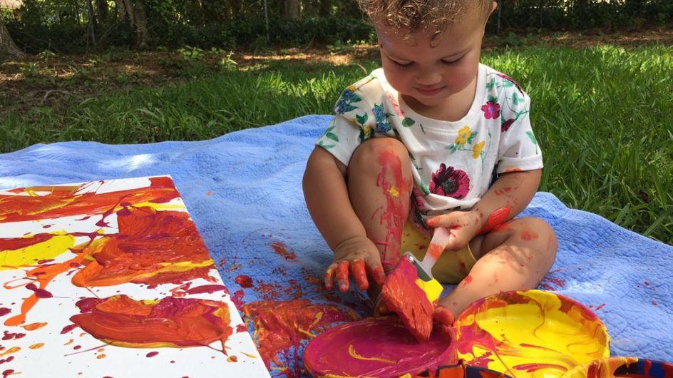 Mini Picasso: Diese Kleine malt ihre Kinderzimmer-Deko einfach selbst!