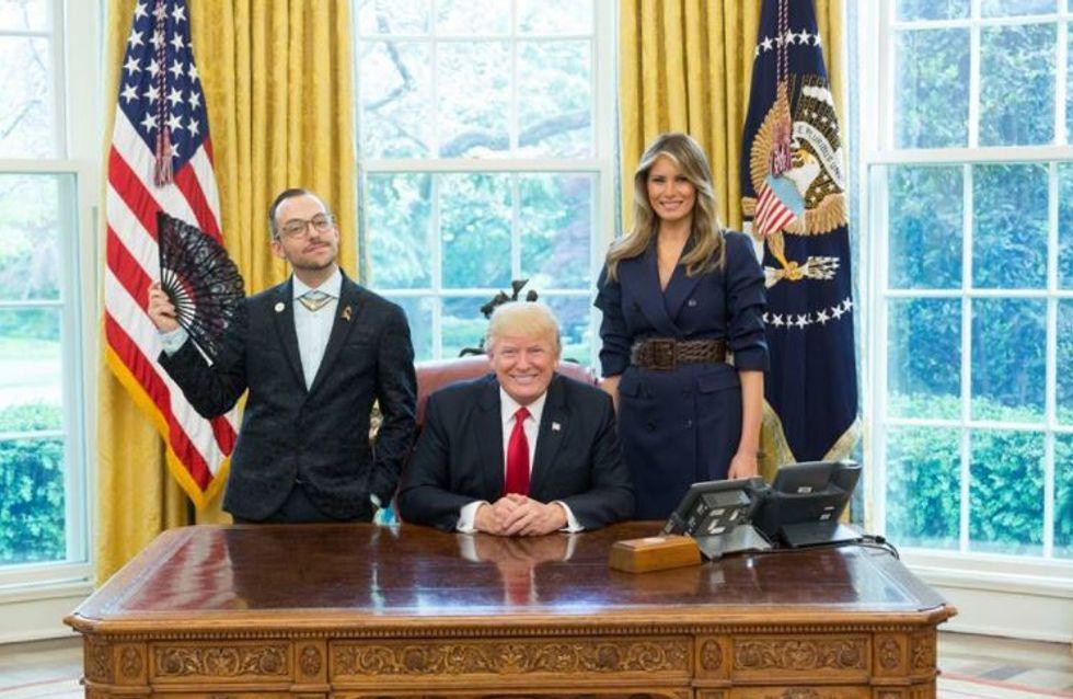 Ce prof gay pose aux côtés du couple Trump pour la meilleure des raisons