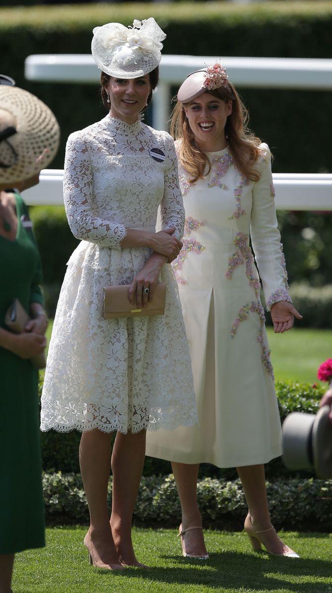 Kate Middleton fait sensation dans une robe en dentelle transparente !
