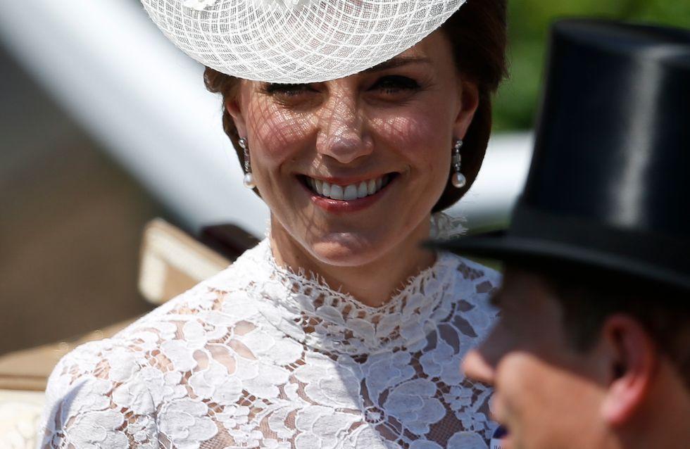 Kate Middleton, sa robe en dentelle transparente fait sensation (Photos)