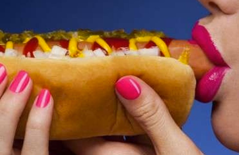 A Waitress Used A Hot Dog As A Tampon Then Watched A Customer Eat It
