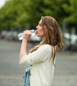 Perché bere dalle bottiglie di plastica più di una volta potrebbe far male alla