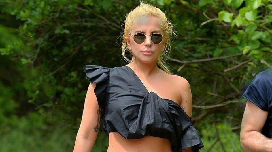 WTF ?! Lady Gaga part en randonnée en talons aiguilles et jupe longue (Photos)