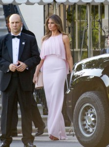 Melania Trump, une First Lady romantique et élégante en rose pastel