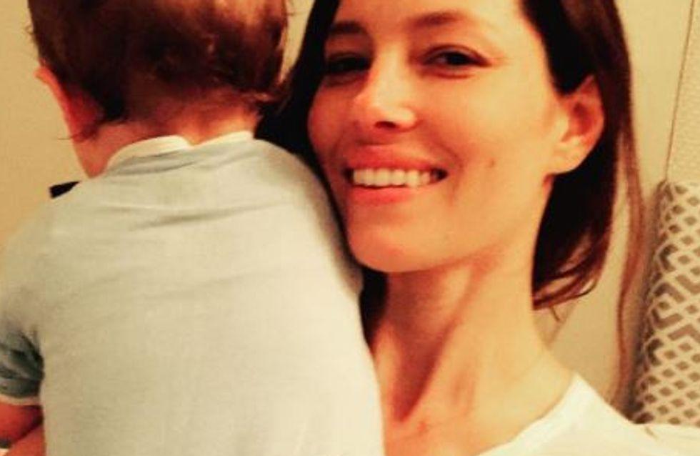 Jessica Biel est comme toutes les mamans : fatiguée et débordée ! (photos)