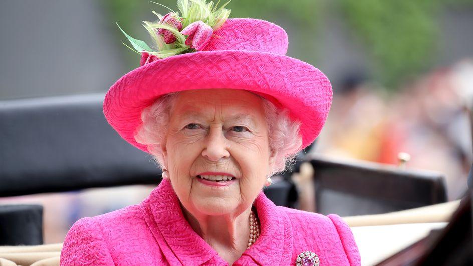 La reine Elisabeth II porte le même vernis depuis 1989, découvrez lequel !
