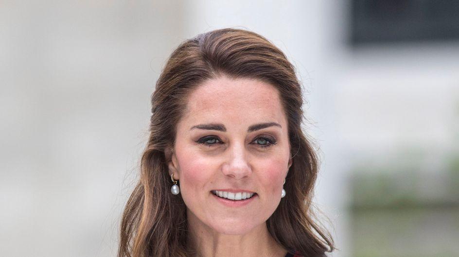 Kate Middleton, canonissime dans une petite robe en tweed ! (Photos)
