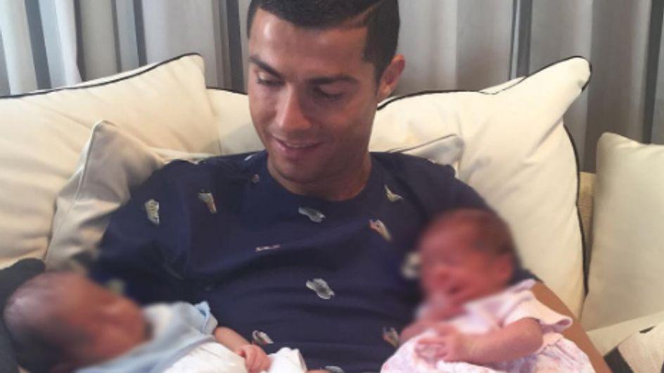 Cristiano Ronaldo presenta a sus dos hijos mellizos