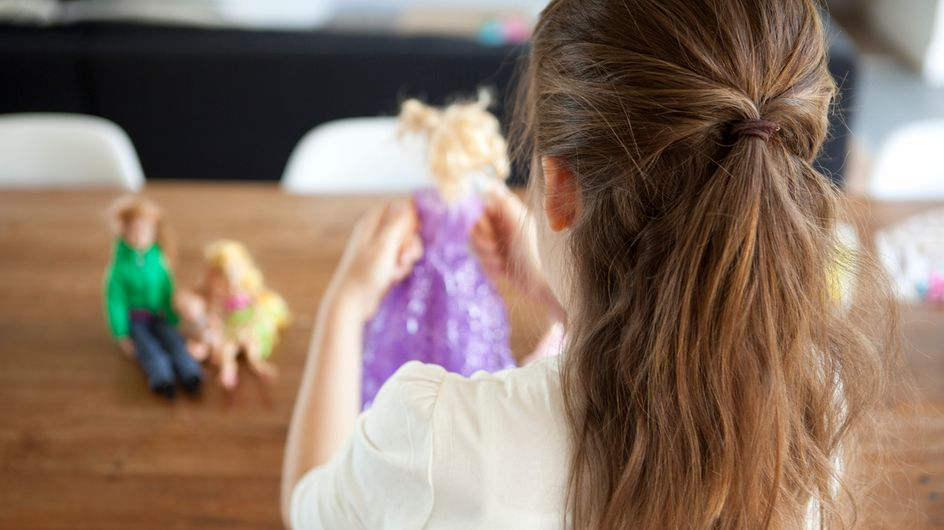 """Dès 9 ans, elles ont recours à la chirurgie pour avoir le """"vagin invisible de Barbie®"""""""