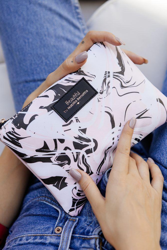 Nabilla lance sa trousse beauté en collaboration avec la Beautiful Box