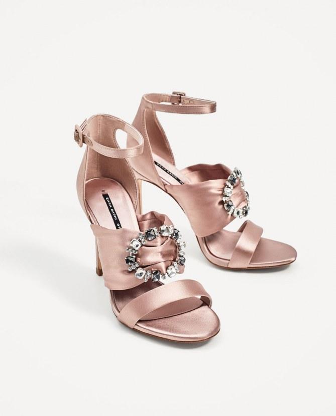 Satin-Sandaletten mit Strass von Zara