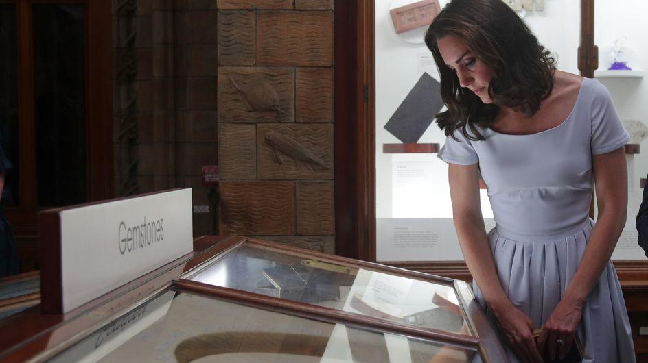 Kate Middleton, on craque pour sa petite robe blanche ultra glamour ! (Photos)