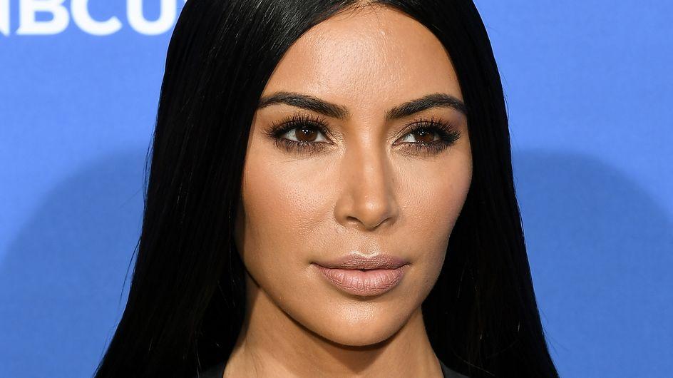 Kim Kardashian fait à nouveau le buzz...dans une robe entièrement transparente ! (Photos)
