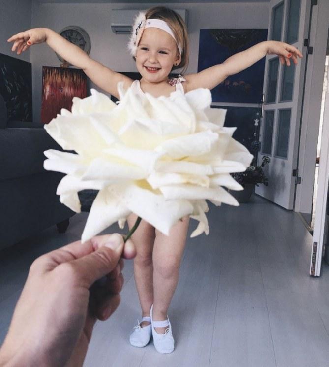 Stefani vestita di fiori